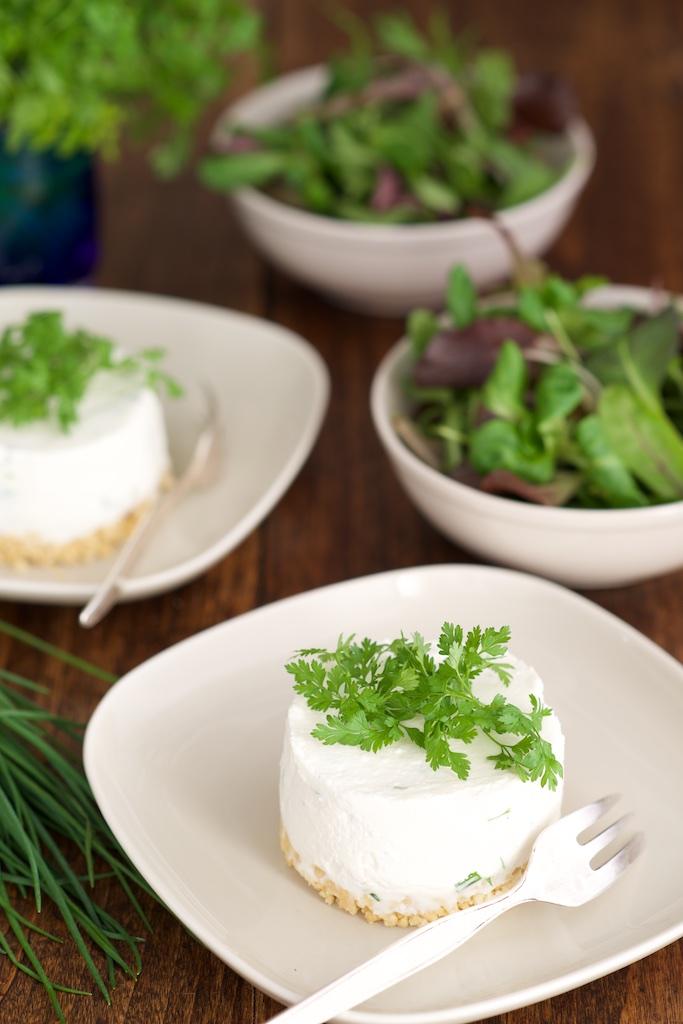 photo deCheesecakes aux herbes et à l'huile de cèpe - Emile Noël Vanessa Romano photographe et styliste culinaire