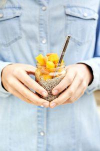 photo de chia pudding à la mangue