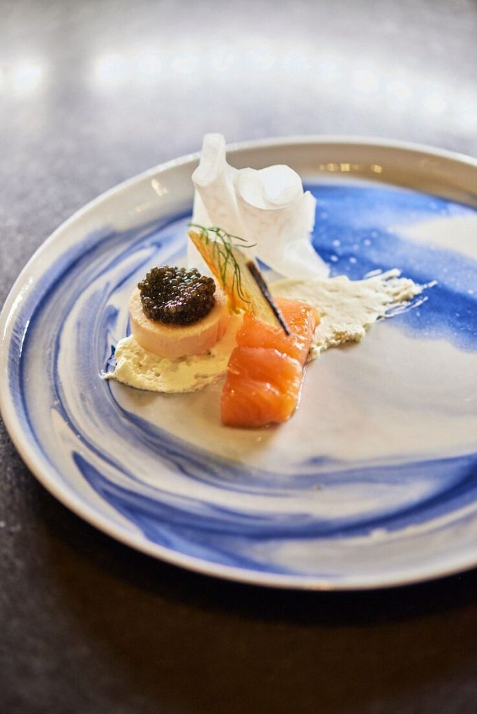 Photographie culinaire de saumon gravlaax, caviar, Icehotel, Kiruna