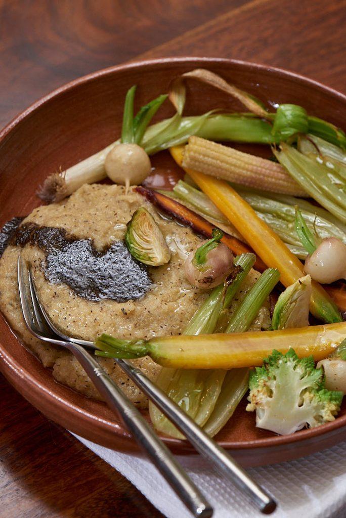 photographie culinaire de polenta crémeuse et crème de truffe