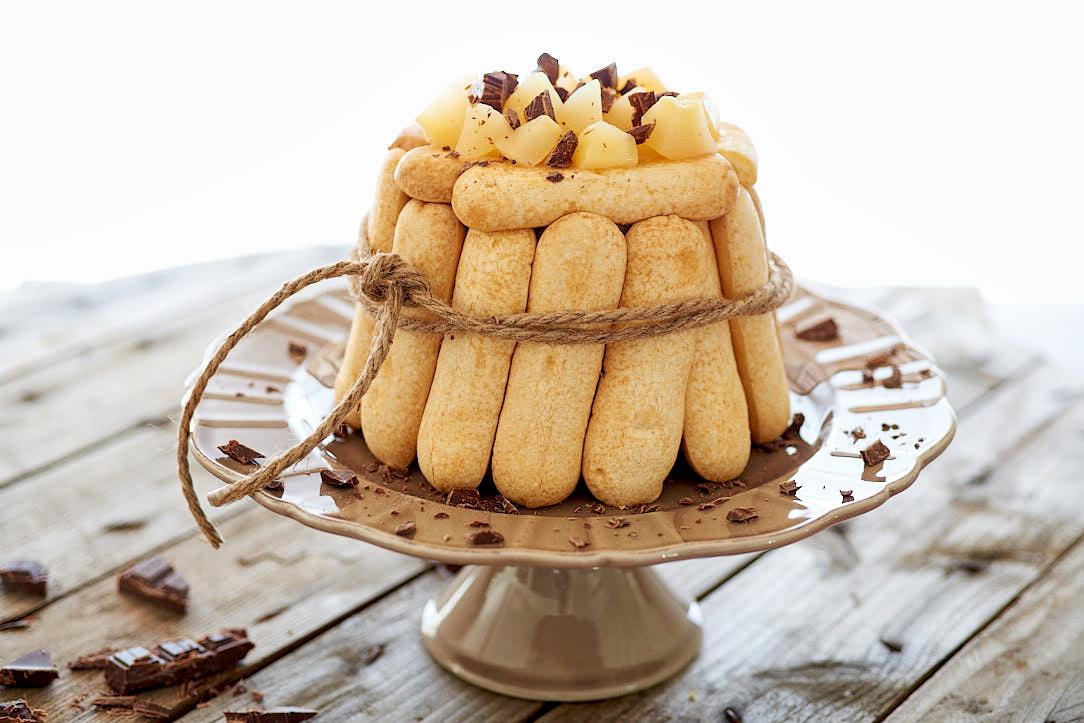 photographie culinaire d'une charlotte poire chocolat