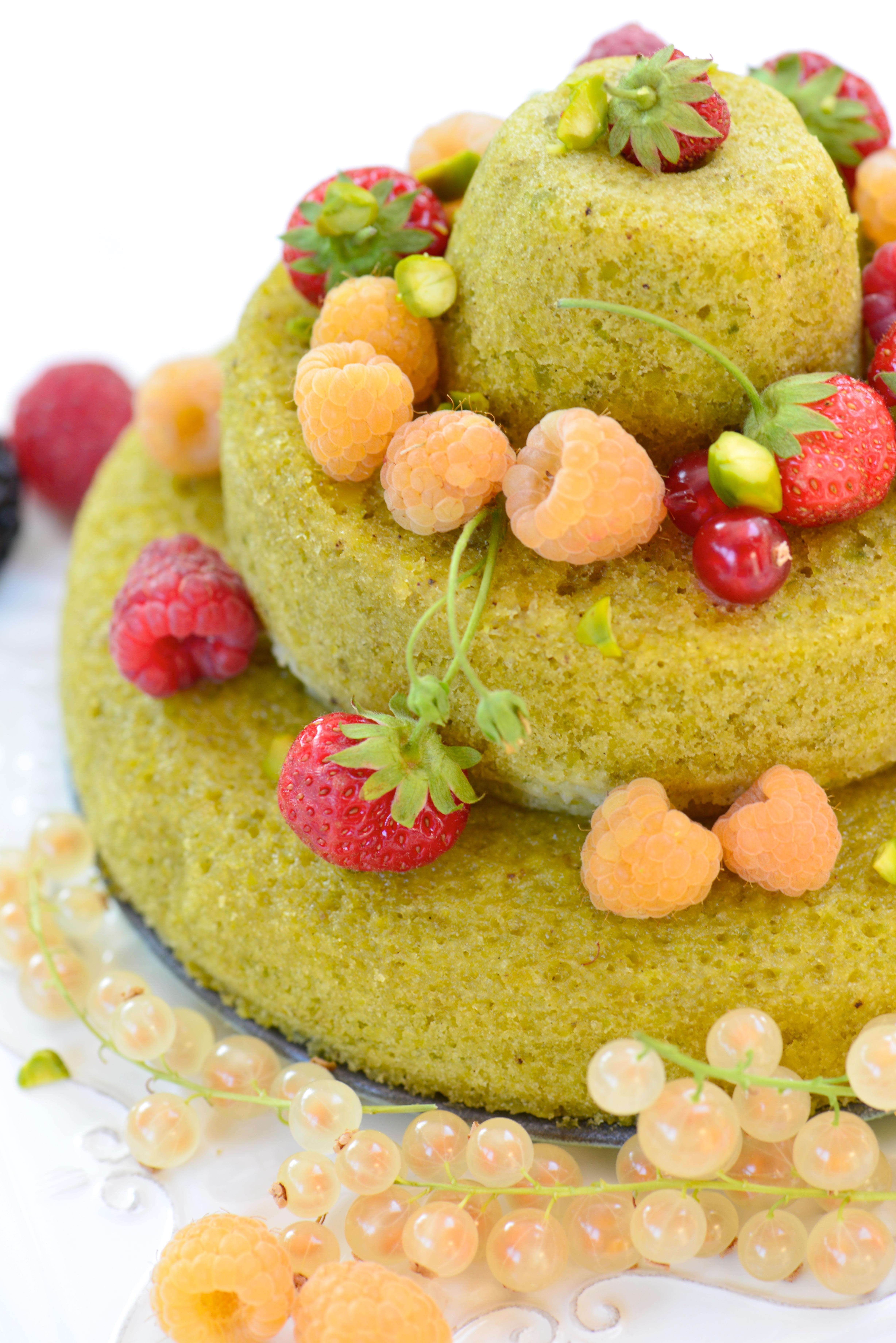 photographie culinaire d'un gâteau à la pistache
