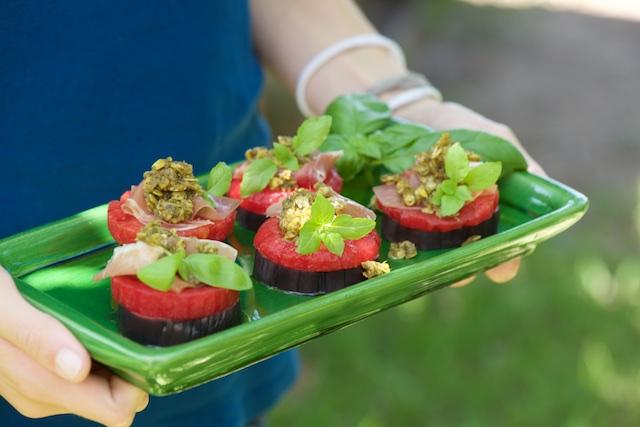 photographie culinaire de millefeuilles d'aubergine