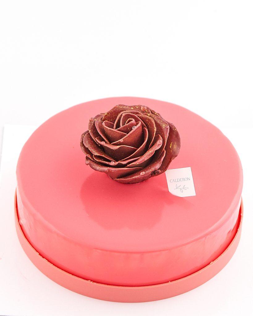 photo culinaire d'un gâteau rose